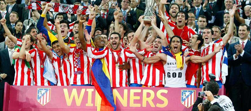 Atletico Madrid lift europa league trophy 2010