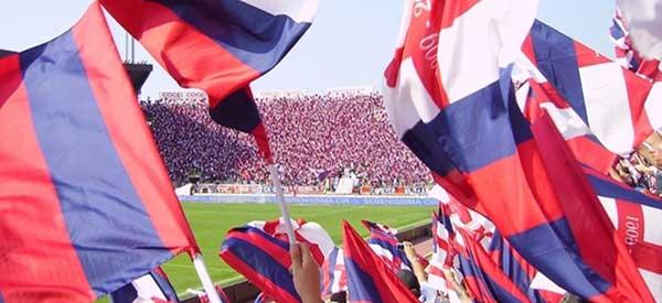 Bologna-fans-waving-flags