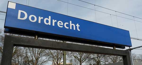Dordrecht station sign