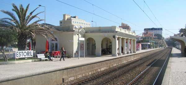 Estoril train station platform