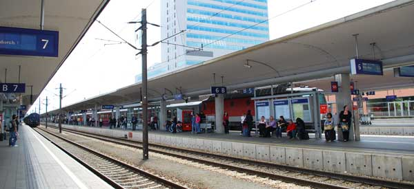Main platform of Linz station