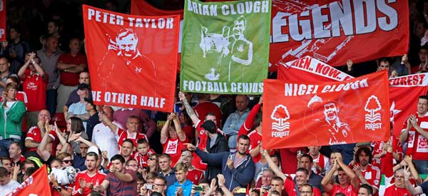 Nottingham-Forest-fans-flags