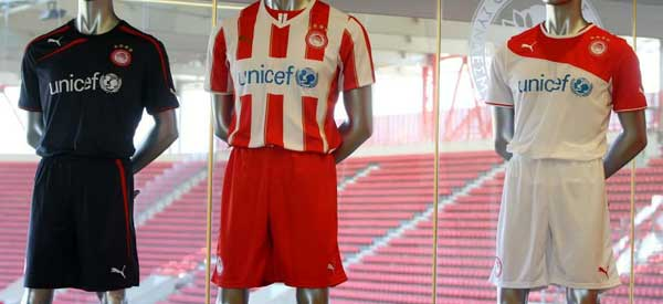 The usual kit colours of Olympiacos.