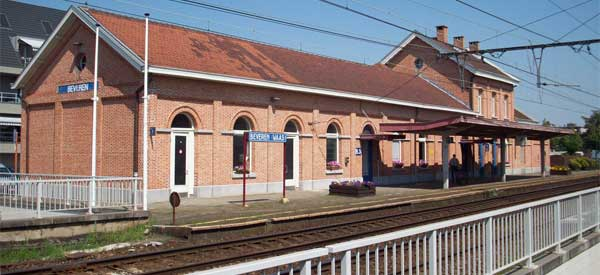 Beveren train station building