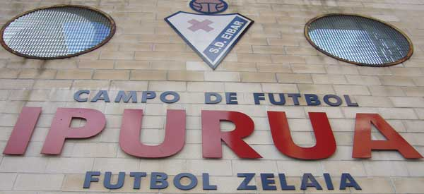 Campo Ipurua entrance sign
