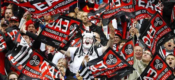 En Avant Guingamp supporters inside the stadium