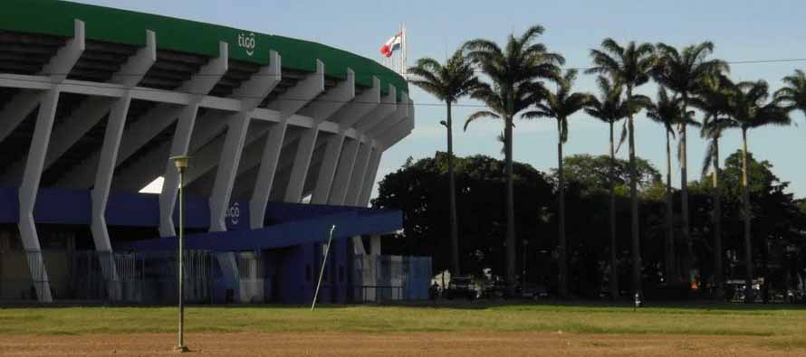 Exterior and palm trees of Estadio Ramón Tahuichi Aguilera