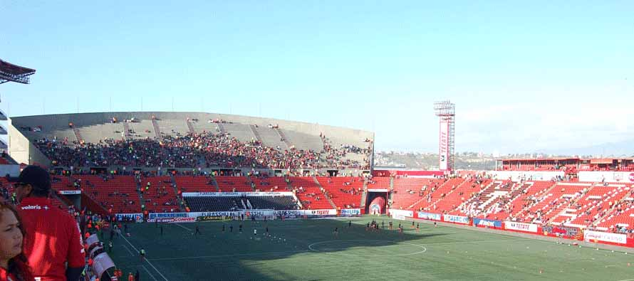 estadio caliente pitch