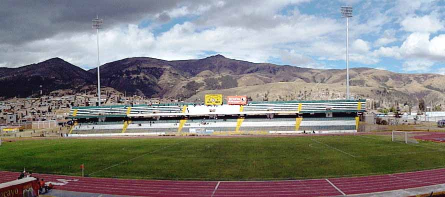 Mountain view inside Estadio Hauncayo