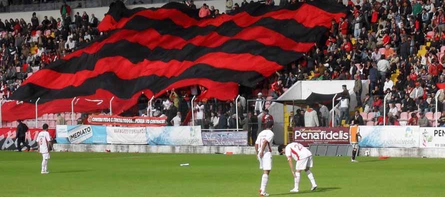 Fans inside Estadio Municipal 25 De Abril