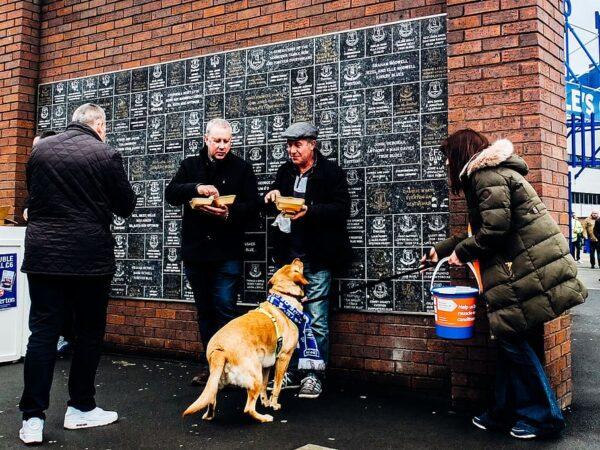 Everton Outside