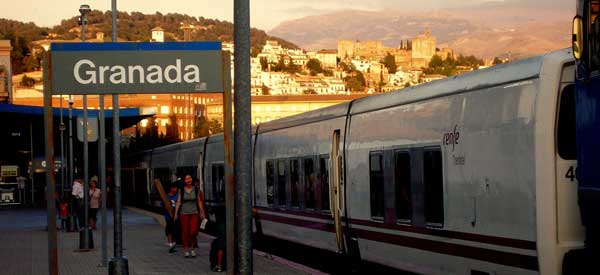 how to get from granada train station to city center