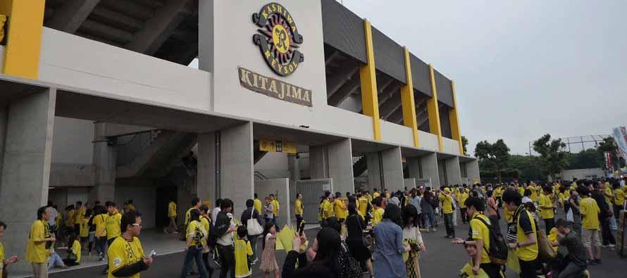 Fans outside Hitachi Kashiwa Soccer Stadium