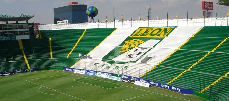 stadio leon emblem on stand
