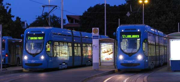 Zagren trams at night